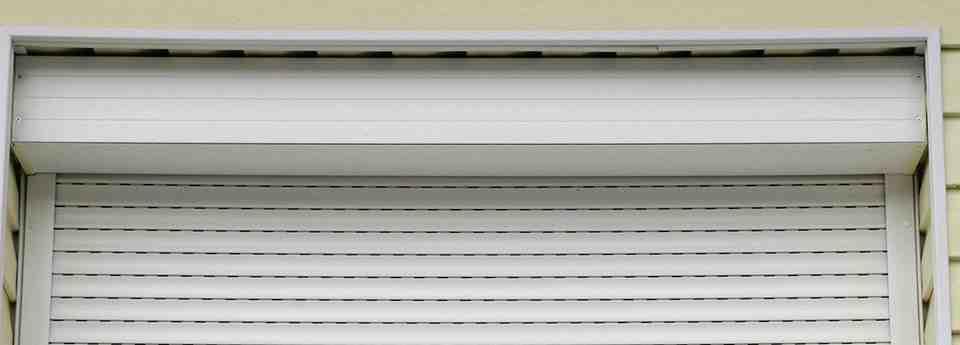 persianas descolgadas 960x345 - Cambiar recogedor y arreglar persiana descolgada barcelona